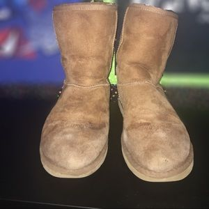 Shoes - Short chestnut uggs